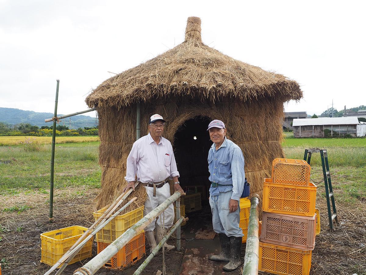 山東まちづくり会の矢出春良さん(左)と堂谷善昭さん
