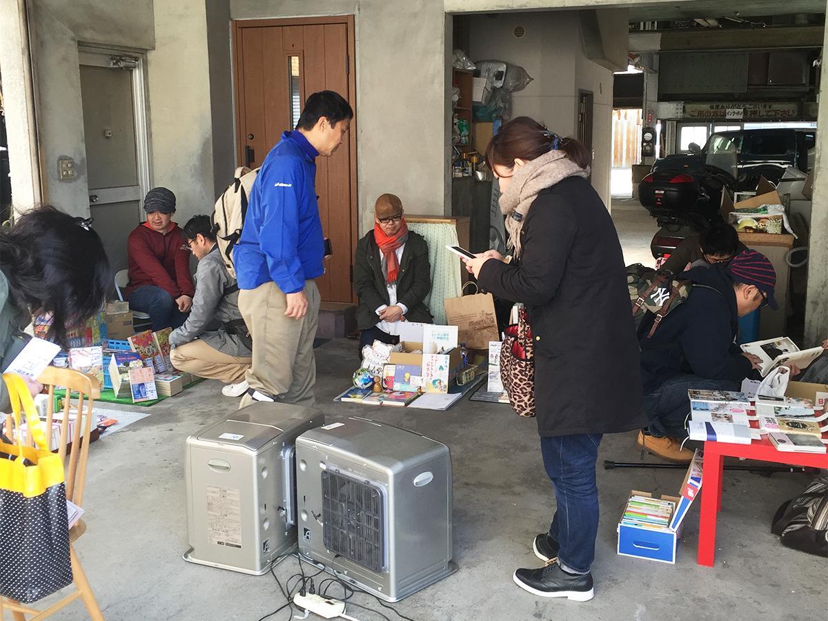 2016(平成28)年に同所で開催された「よろずまち一箱古本市」の様子