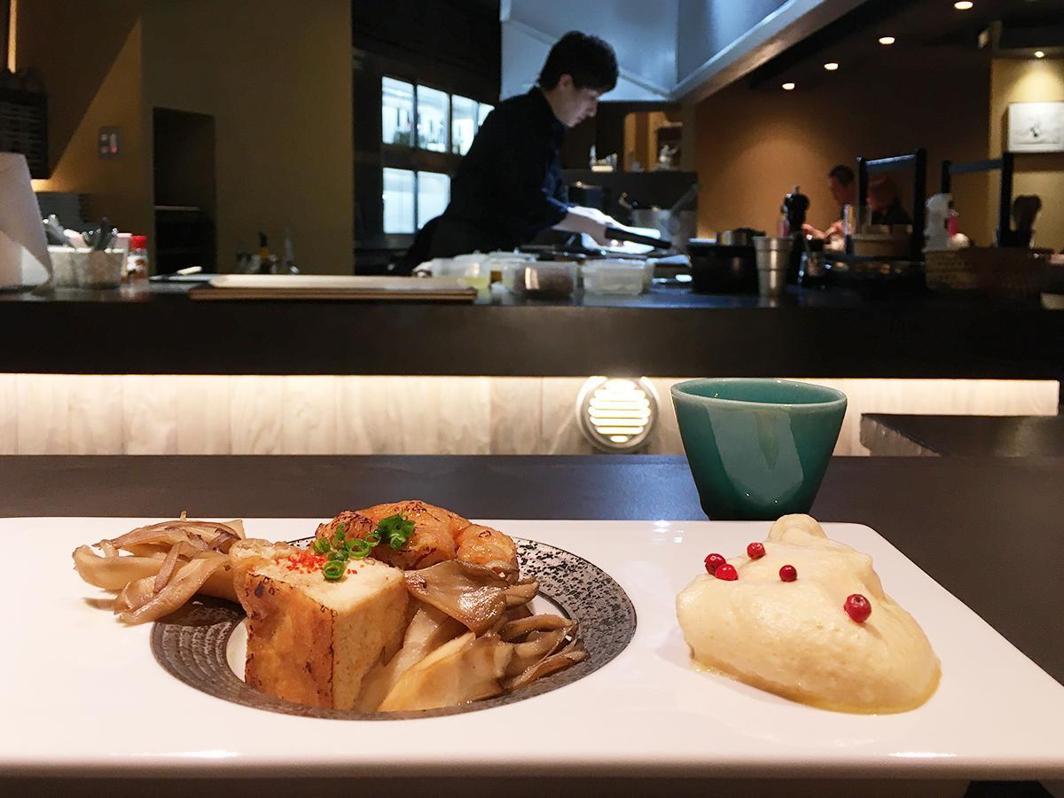 コースの一例(メレンゲで食べる厚揚げとマイタケのすき焼き)