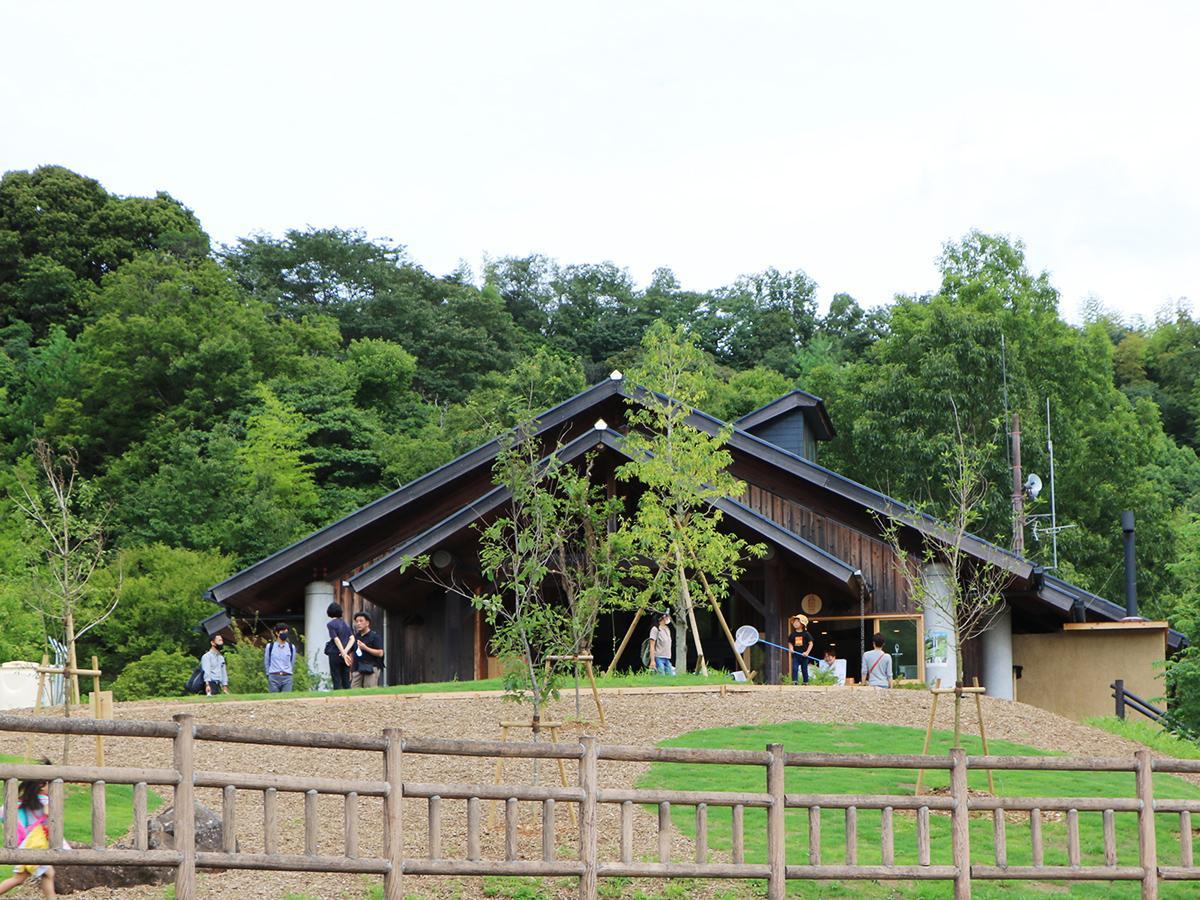 四季の郷公園のエントランス部分に新設されたレストラン棟