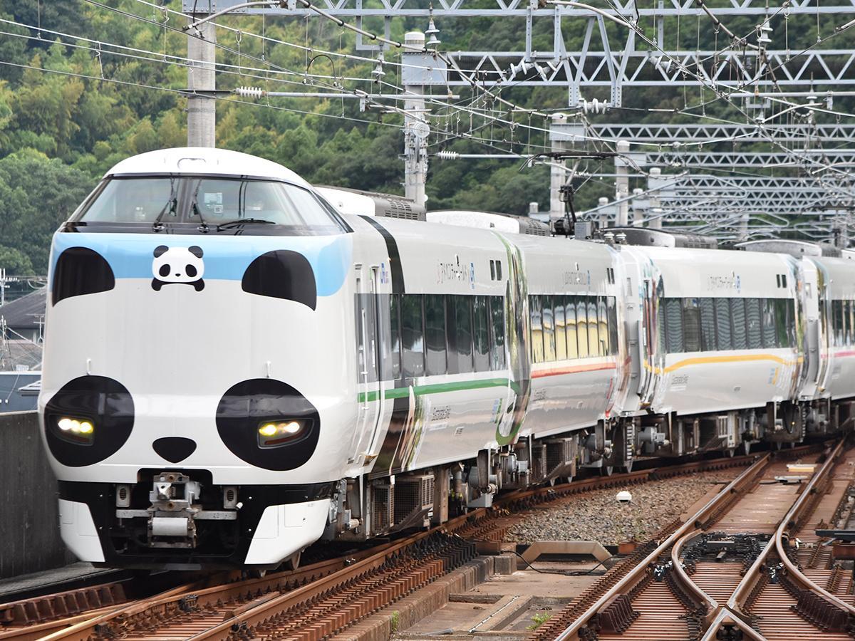 海南駅を発車したパンダくろしお「サスティナブルSmileトレイン」(7月23日撮影)
