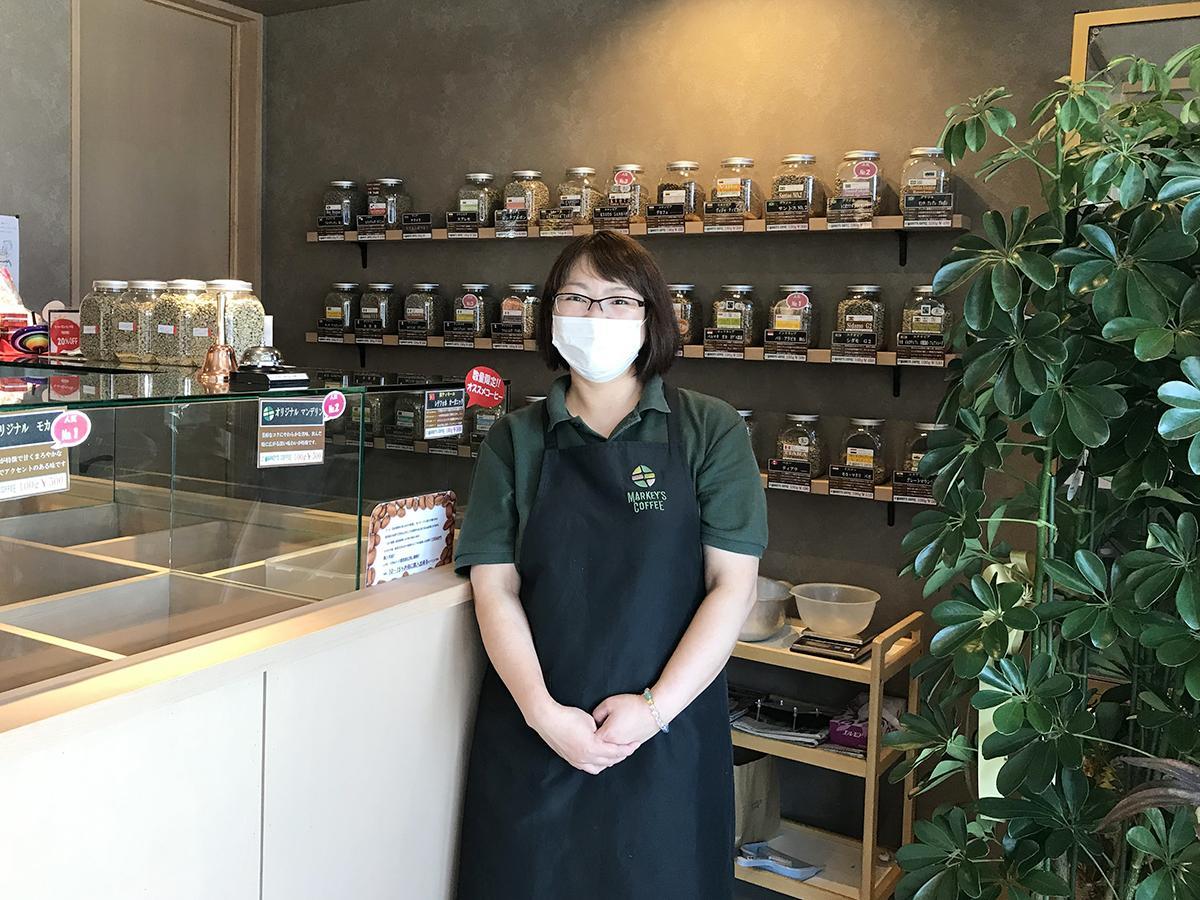 カフェと小売部門を担当する店長の中西さん