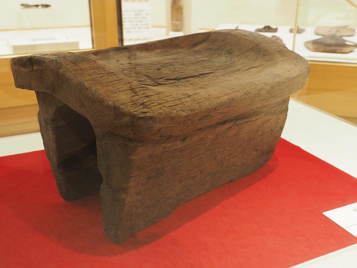 和歌山市で出土された木製の腰掛け