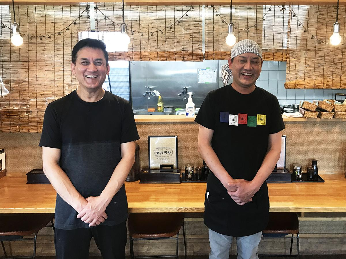 オーナーのサキヤさん(左)と、共同経営者でサキヤさんの義弟のシャムさん
