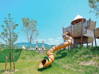 紀の川市に「野あそびの丘」開園へ 子どもたちが協力して遊ぶ遊具も