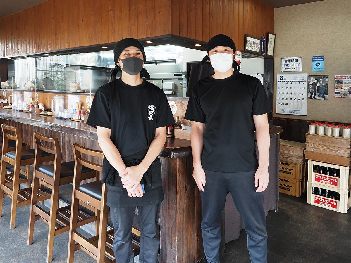 店主の丸田さん(右)とスタッフの阪中さん