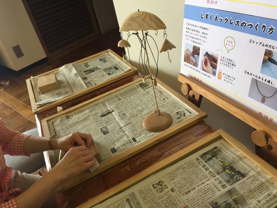 約30分で完成するという、屋久島の木の雑貨作り体験