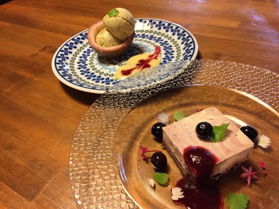 ベリーのチーズケーキと屋久島産パッションフルーツのアイスクリーム