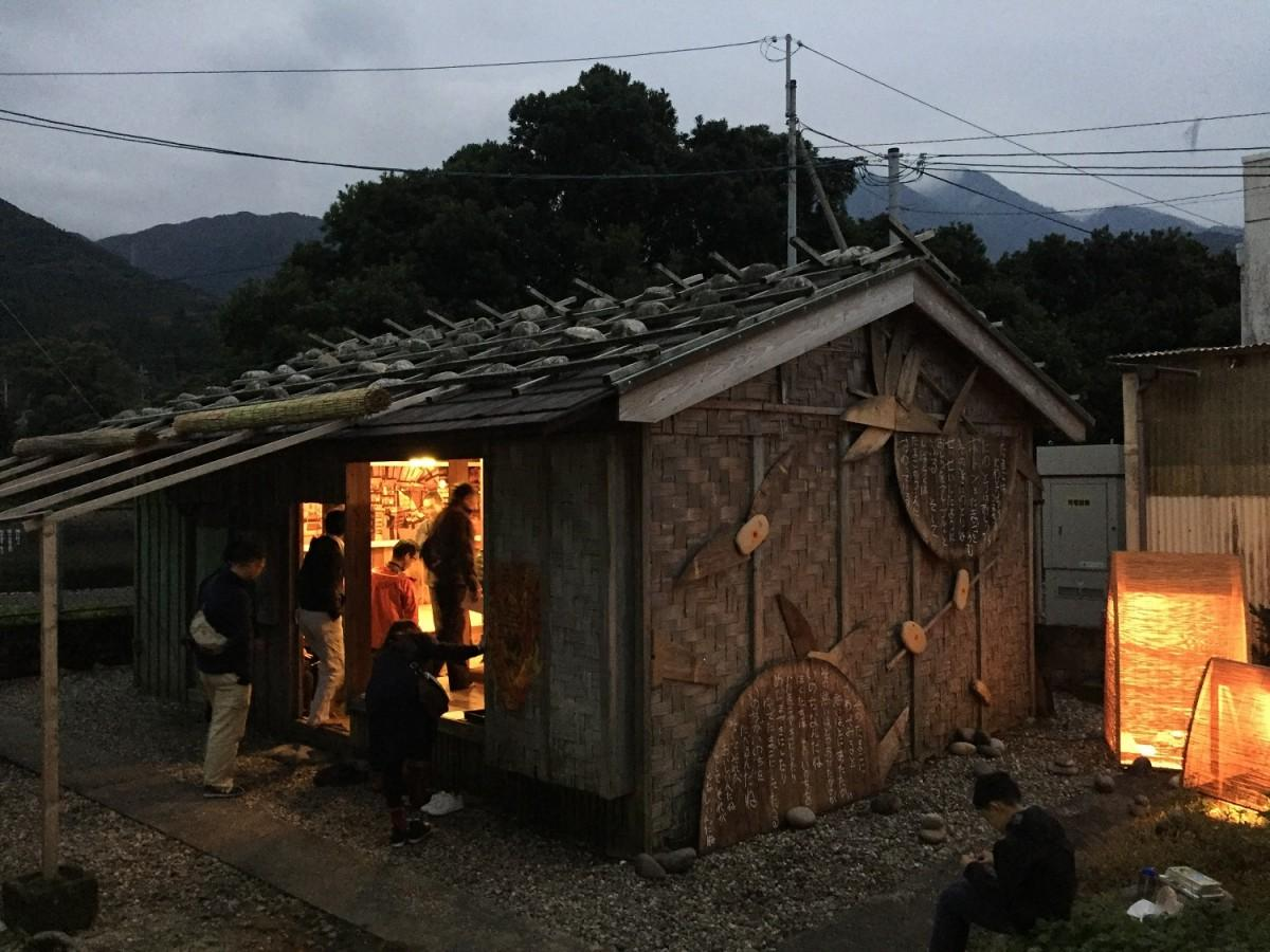 山尾三省さんの詩で飾られた古民家「網代小屋」(屋久島町立歴史民俗資料館内)