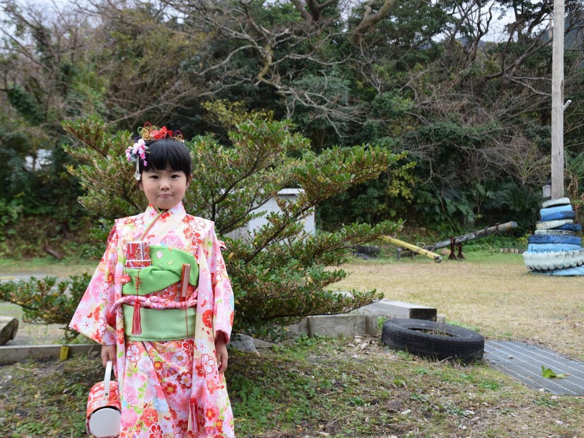 少し緊張した面持ちで撮影に答えてくれた「七草祝い」の濱田芽さん