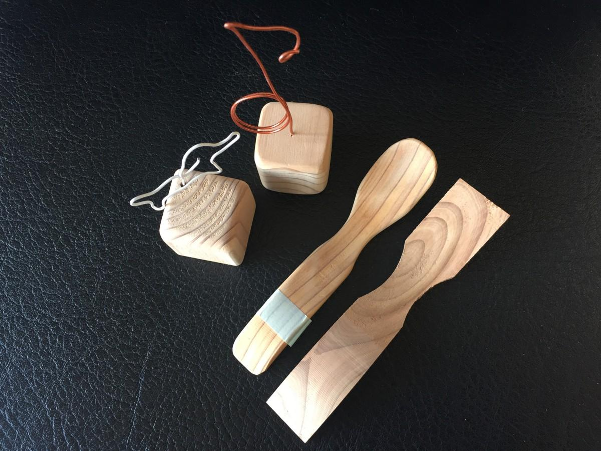 屋久島地杉の香りを楽しみながら、好きな形に磨き上げる