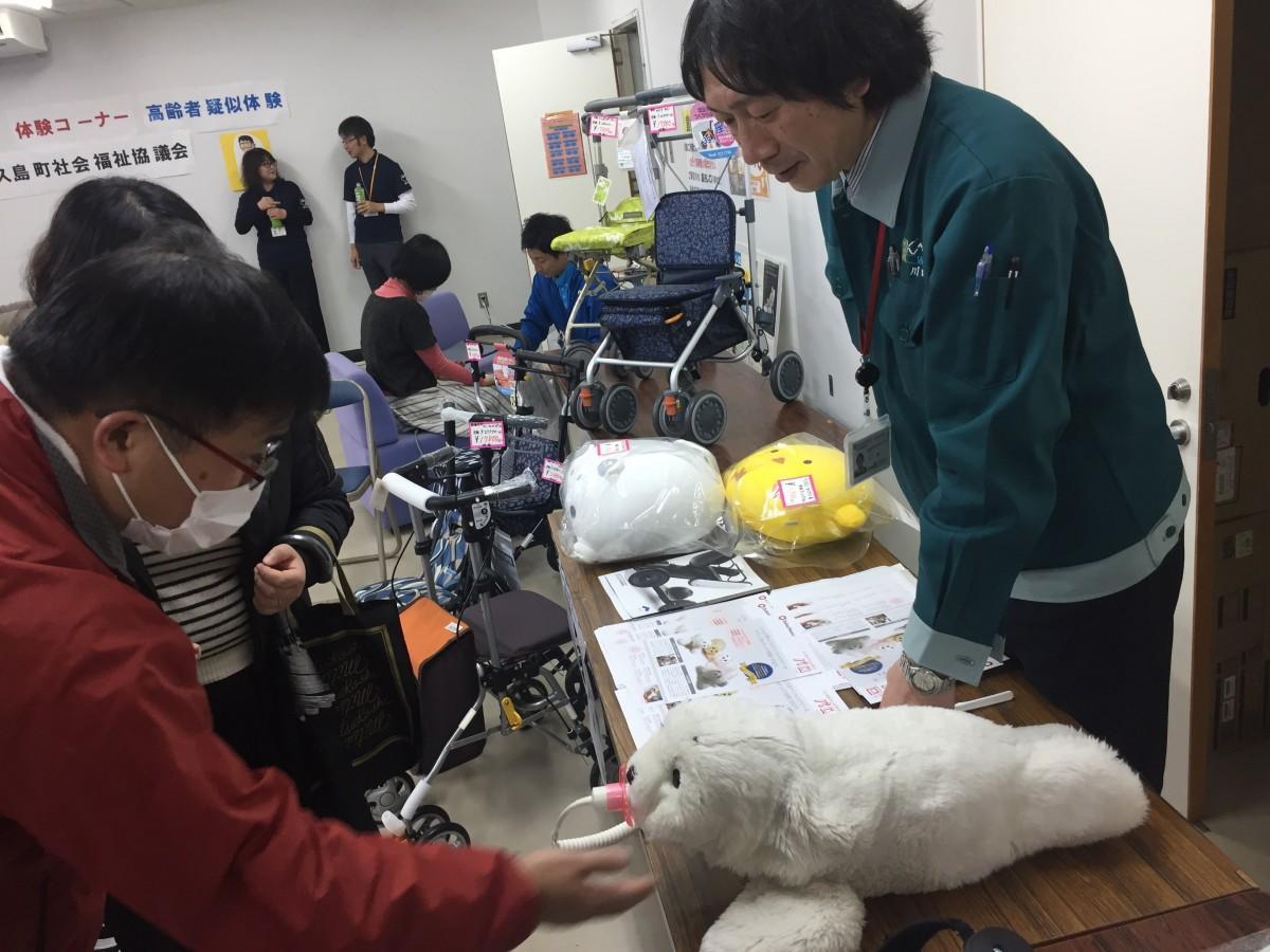 福祉フェスタの会場では、最新の介護ロボットの実演も