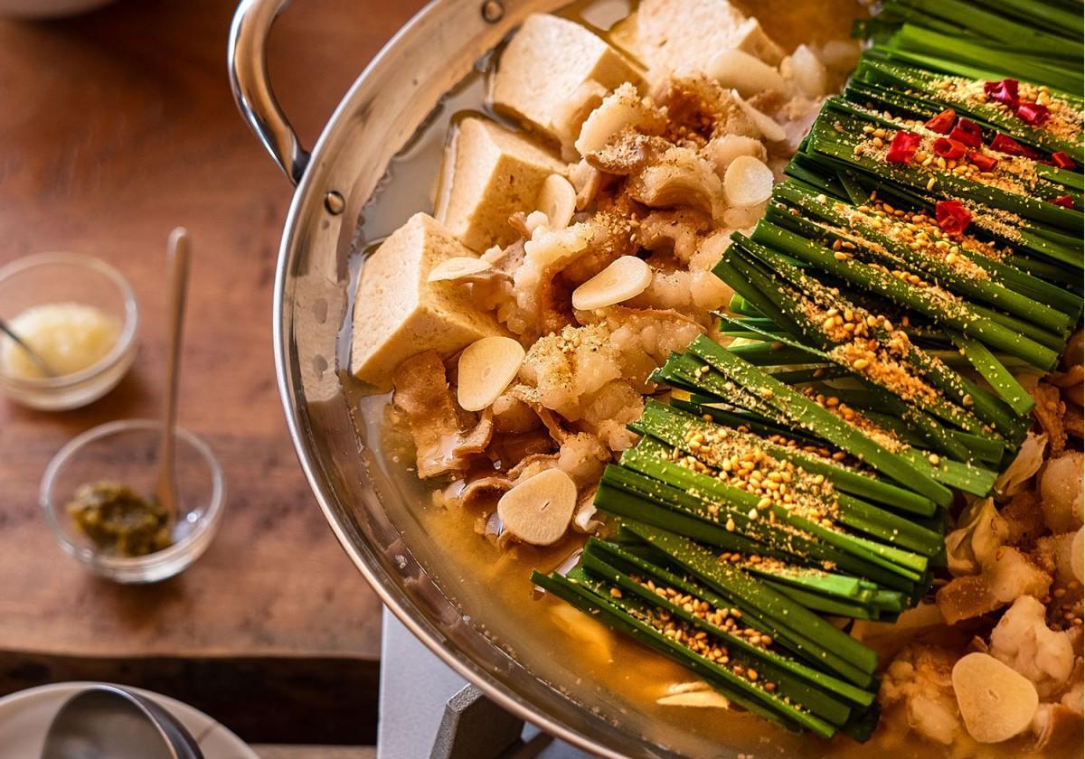 人気の季節限定メニュー「もつ鍋」が自宅で簡単に味わえる