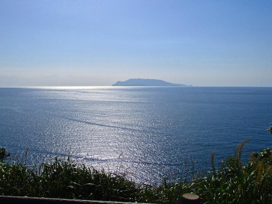 屋久島の西方約12キロに位置する口永良部島