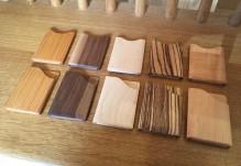 屋久島の木工雑貨店が木の名刺入れ オーダーきっかけに取り組んだ新商品