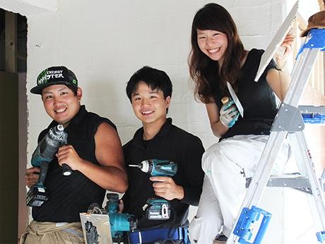 代表の長濱温子さん(右)、芳賀潮音さん(中)、安藤大輔さん(左)