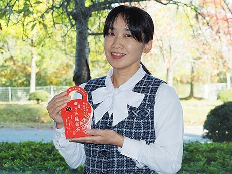 販売する「うめ昆布茶」、一般販売に向け、山形県産の紅花を入れパッケージも変更した