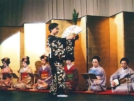 講師の菊弥さんの舞