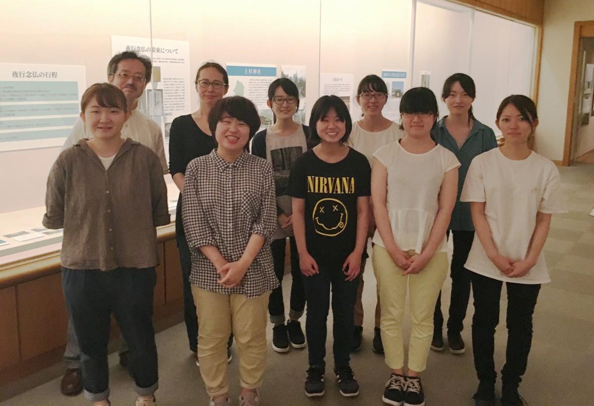 同展の企画・運営を担当する山形大学の学生と教員
