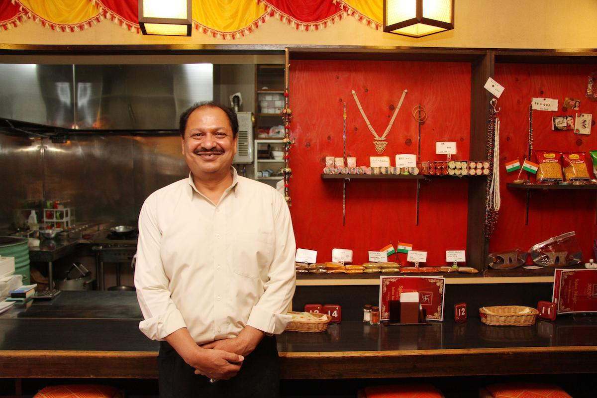 「スパイスマジック インディアンレストラン」の店主・クマールさん