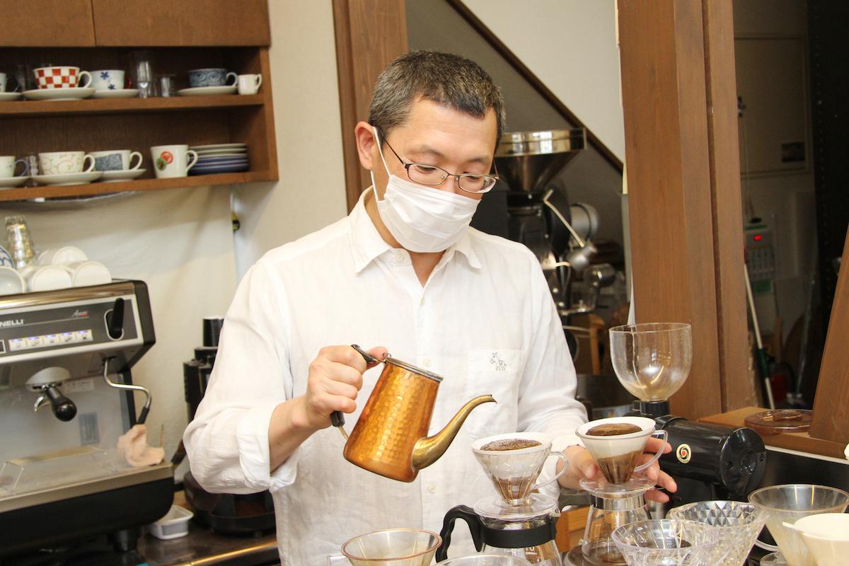 「ろば珈琲」の店主・結城さん