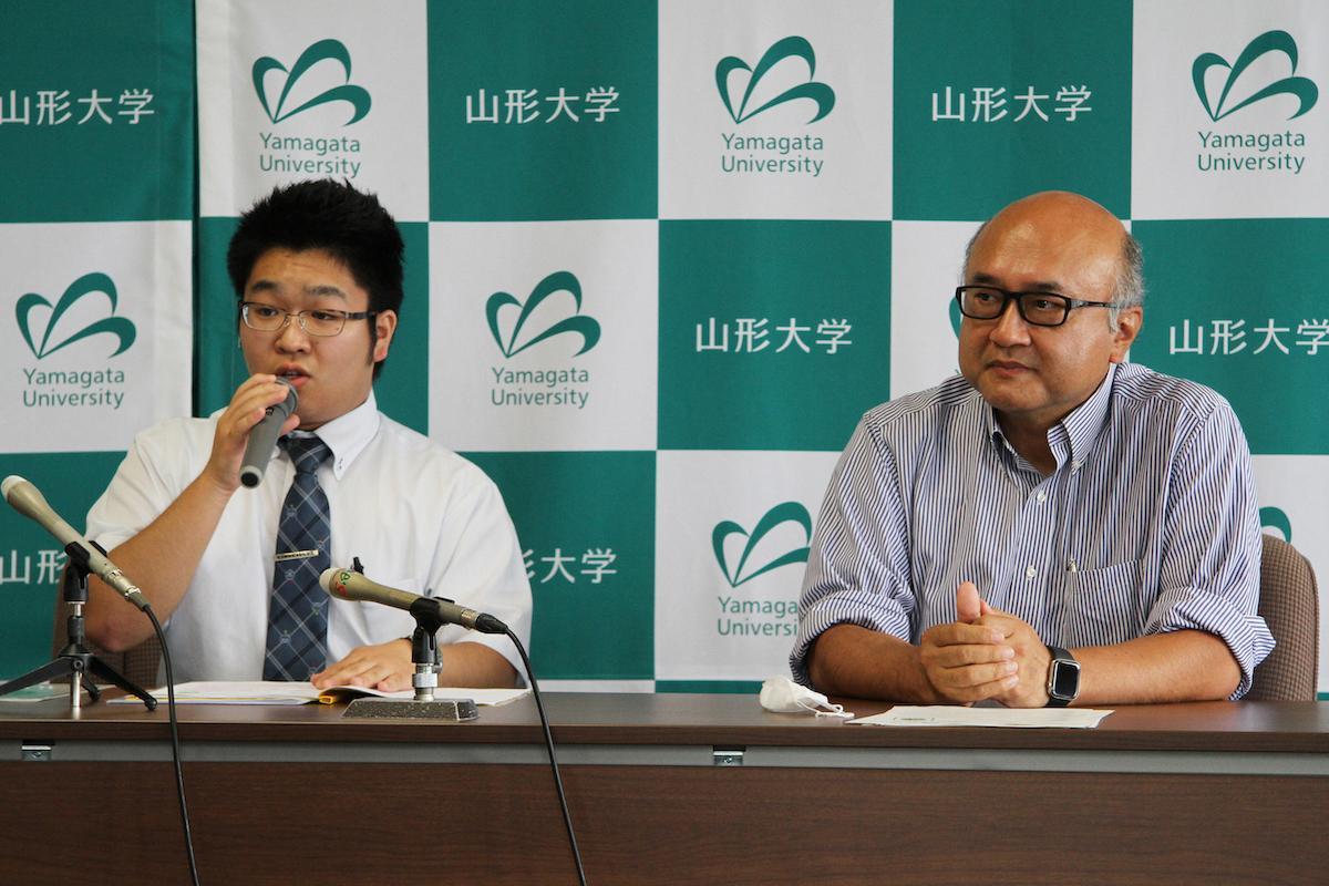 ウイルス クリーン推進委員会の柏谷雄斗さん(写真左)とアドバイザーの城戸淳二教授