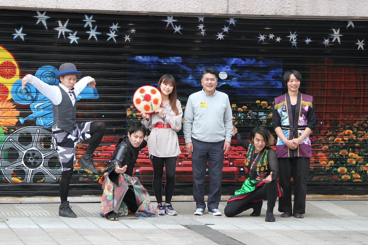 壁画師の小林舞香さん、パフォーマンス集団「紺夜(KOOYA)」、逸見理事長