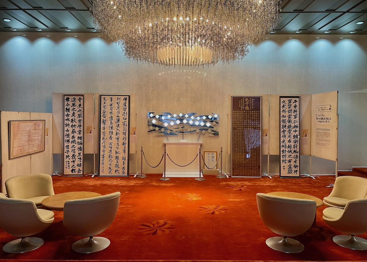山形県議会ギャラリーで行われている展示の様子