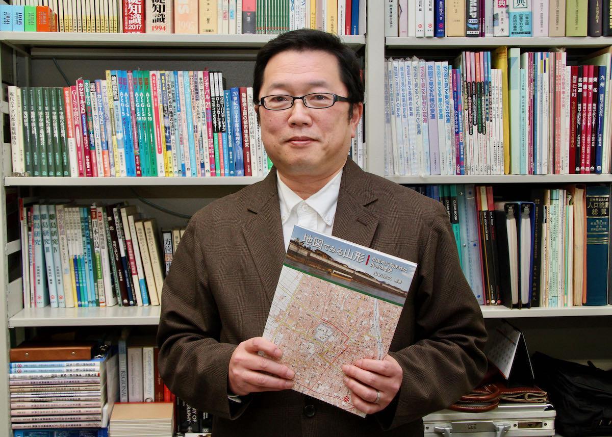 「地図でみる山形」を執筆・編集した山形大学の山田浩久教授