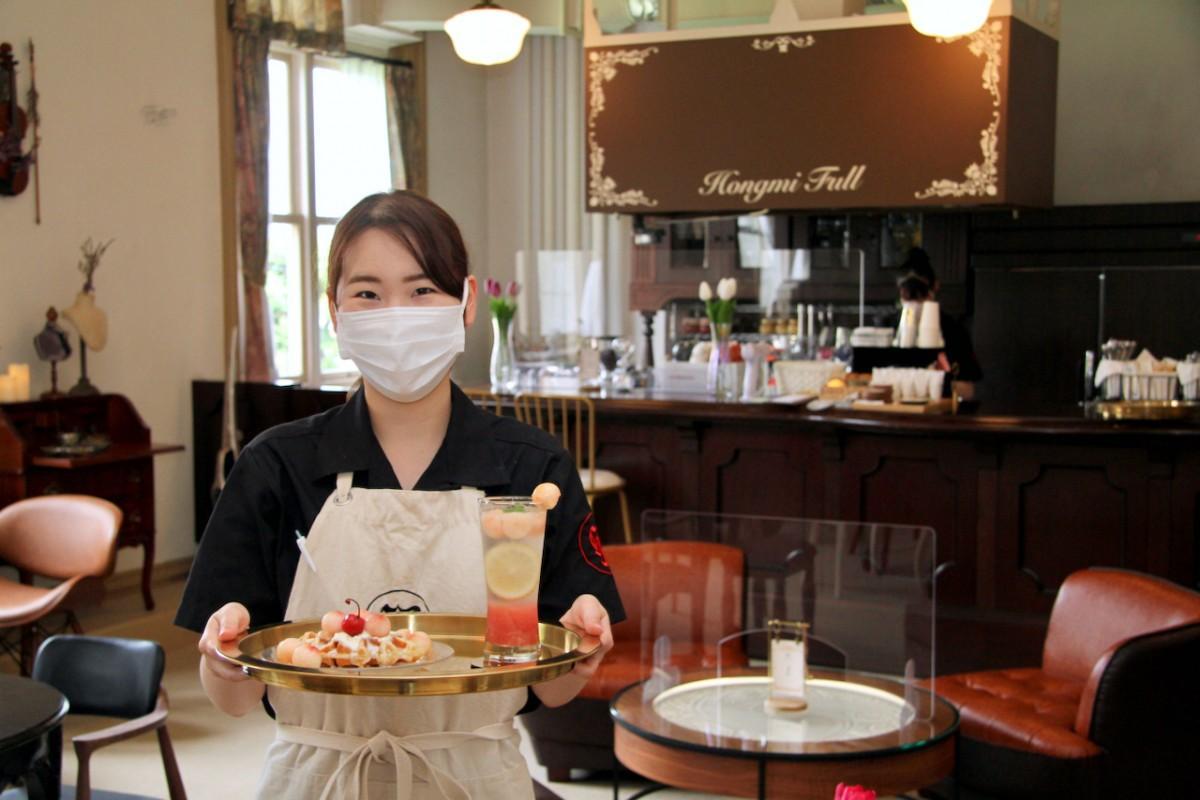「やまがたフルーツcafe Hongmi Full(ホンミフル)」の店長・鈴木つかささん