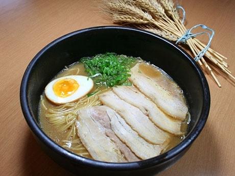 「チャイナハウス」で提供する「山口ラーメン」と県産小麦「ニシノカオリ」