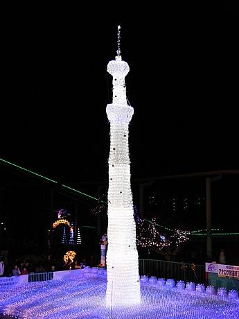 年内にはギネス記録に認定される見込みの「ペットボトルタワー」