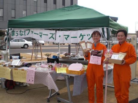「宇部の若者就農者グループ」スタッフの小沢ゆかりさん(左)と橋本万千代さん(右)