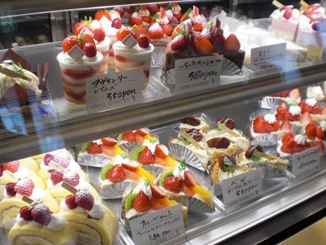 「アン・シャーリー」店内ショーケースに並ぶ生ケーキ