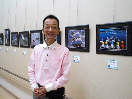 30年間ときわ公園の白鳥を撮り続けた永冨賢治さん