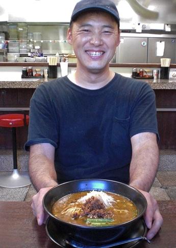 3周年を迎えた担々麺専門店「麺屋遊膳」オーナーの杉村繁夫さん