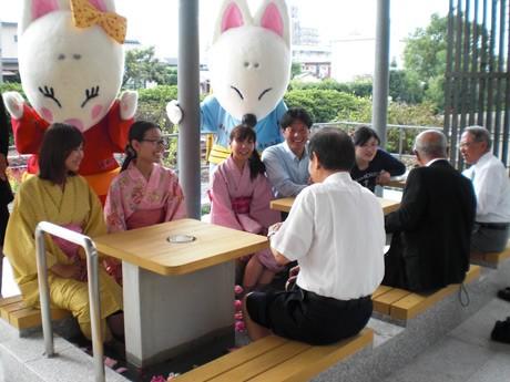 湯田温泉駅横にオープンした6カ所目の「足湯」
