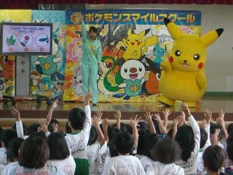 宇部ときわ公園に来場する「ピカチュウ」 (c)2011 Pokemon.(c)1995-2011 Nintendo/Creatures Inc./GAME FREAK inc. ポケモンは任天堂・クリーチャーズ・ゲームフリークの登録商標です。