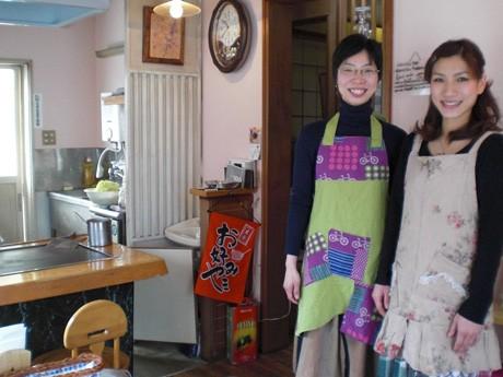 同店オーナーの村上さん(右)とスタッフの花本裕子さん
