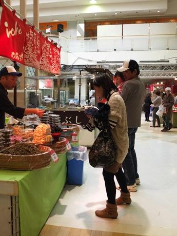 スイーツ、総菜などのほか海産物もそろえる「お取り寄せ大会」