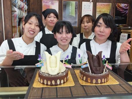 洋菓子店「ロイヤル」のオリジナルスイーツ「かぶとケーキ」