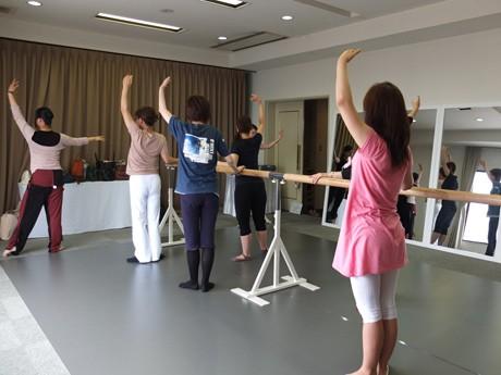 山陽小野田のセントラルホテルで始まった「大人のためのクラシックバレエ」教室