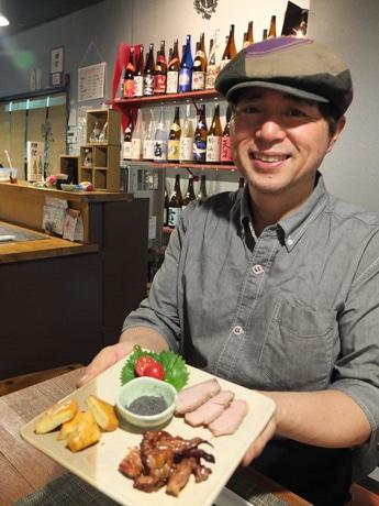週に3日限定で営業する居酒屋「燻し屋」の店主・島崎さん