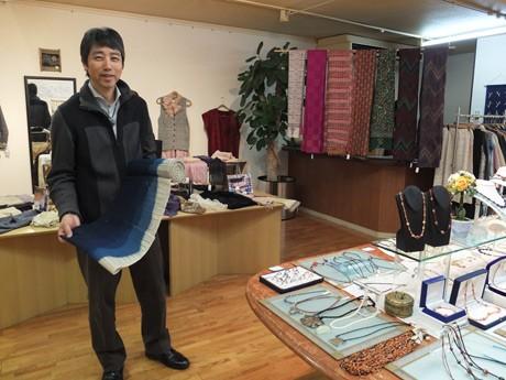 長野にアトリエを構えるアンティークトンボ玉作家で染色家の中村さん