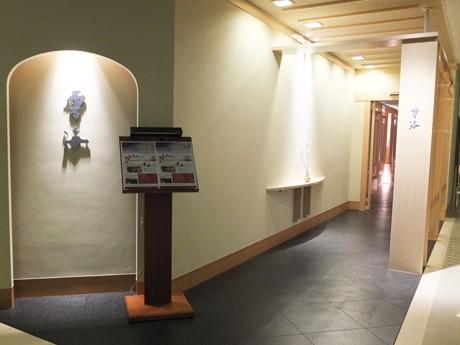 大幅に改装した日本料理店「雲海」の出入り口