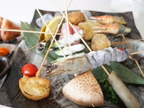 串揚げは約30種類を用意する 写真提供=串揚げ居酒屋 天空。