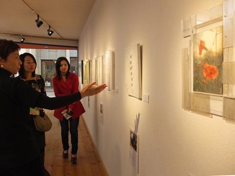 UBEビエンナーレ出品作家のグループ展では、デッサンやイラストも展示する