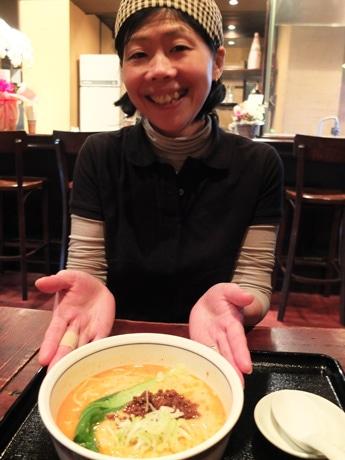 「坦々麺が一番人気」と同店の三原ゆみこさん