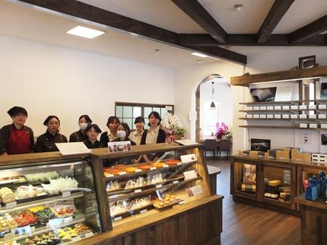 工房やカフェスペースを備えた「創作洋菓子のロイヤル菓子工房『yakushiji』」
