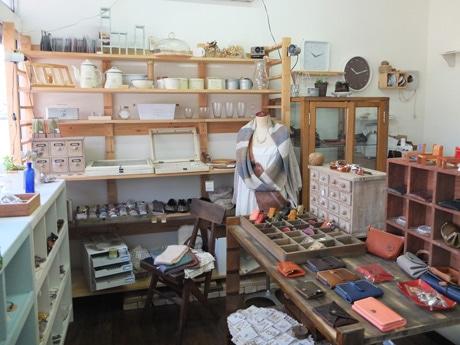 宇部在住の作家が作る手作り作品が並ぶ店内